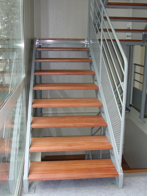 Escaliers d 39 int rieur droits ou h lico daux sur mesure - Photo d escalier d interieur ...