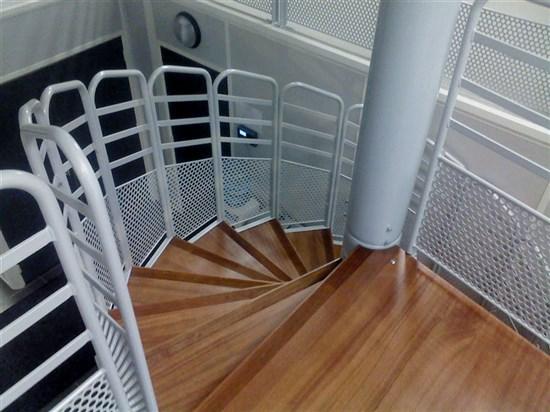 escalier h licoidal ou en colima on pour l 39 industrie. Black Bedroom Furniture Sets. Home Design Ideas
