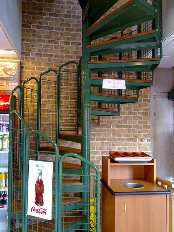Escaliers d\'intérieur droits ou hélicoïdaux sur mesure